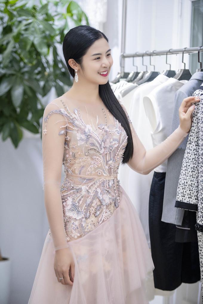 <p> Hoa hậu Việt Nam 2010 Ngọc Hân cũng có mối quan hệ thân thiết với Hà Duy.</p>