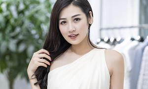 Á hậu Tú Anh tranh thủ chạy show trước khi lấy chồng