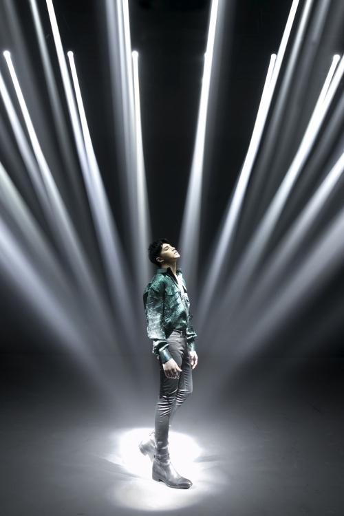 Noo Phước Thịnh cả gan đi ngược thị trường nhạc dance trong MV mới