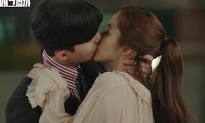 Nụ hôn nồng cháy của 'Thư ký Kim sao thế?' đẩy rating phim lên kỷ lục mới