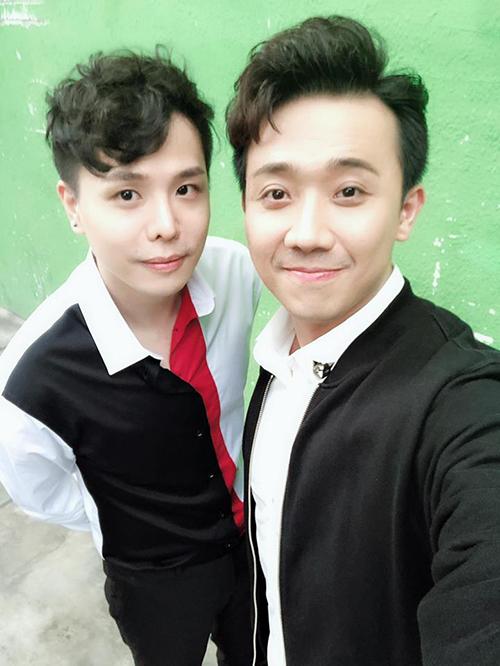 Chơi thân với nhau nên Trịnh Thăng Bình và Trấn Thành ngày càng giống nhau như anh em.