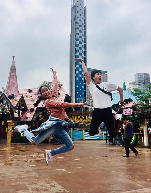 Ngô Kiến Huy đón sinh nhật tưng bừng với bức ảnh quậy tưng cùng đàn chị Ốc Thanh Vân.