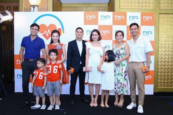 Đan Lê và đạo diễn Khải Anh, Lưu Hương Giang sánh vai ông xã Hồ Hoài Anh và vợ chồng MC Phan Anh cùng hàng trăm gia đình khác đã có những khoảnh khắc đáng nhớ tại sự kiện FWD cùng nhịp đập - Sớm cảm nhận, sớm bảo vệ được tổ chức mới đây tại Hà Nội.