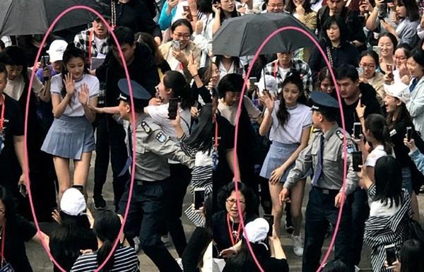 Chiều cao 1,73m và đôi chân thon dài giúp Quan Hiểu Đồng nổi bật giữa đám đông. Nhiều người gặp mặt nữ diễn viên sinh năm 1997 ngoài đời nhận xét cô nàng có làn da rất đẹp, vóc dáng thu hút.