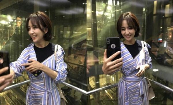 Đồng Lệ Á cười rạng rỡ khi gặp fan ở sân bay. Người đẹp Tân Cương có dung nhan trẻ trung hơn nhiều so với tuổi 35.