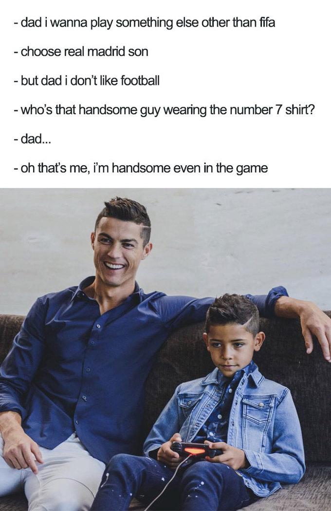 <p> Màn đối thoại của ông bố siêu sao CR7 và cậu con trai Ronaldo Jr lém lỉnh.<br /> </p>