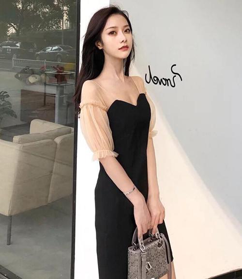 Chiếc váy được bán ở Trung Quốc với nhiều mức giá rất đa dạng, từ hơn 200k cho đến cả triệu đồng một chiếc.