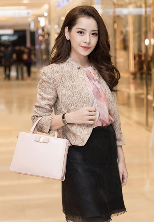 10. Mẫu túi xách trắng nữ tính của Dior có giá gần 80 triệu đồng.