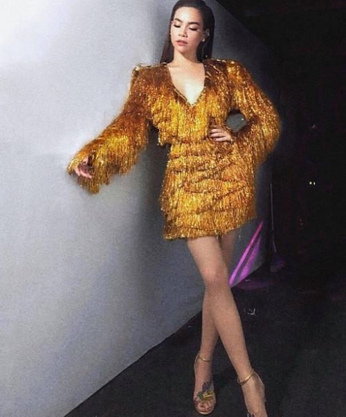 Hồ Ngọc Hà quyến rũ, thiêu đốt mọi ánh nhìn khi diện thiết kế tua rua gam màu vàng ánh kim của NTK Lý Quí Khánh trong hậu trường show diễn Lễ hội Pháo hoa Quốc tế Đà Nẵng.