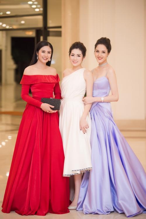 Tối 30/6, NTK Hà Duy đã có show diễn thời trang cá nhân đầu tiên The Harmony sau 6 năm hoạt động chuyên nghiệp tại Long Biên, Hà Nội. Show diễn thu hút khoảng 600 khách mời, trong đó có nhiều nhân vật nổi tiếng là các Hoa hậu, Á hậu, ca sĩ, diễn viên.