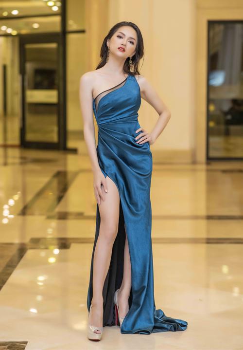 Hương Giang xuất hiện đúng giờ để makeup nhưng không được ra diễn.