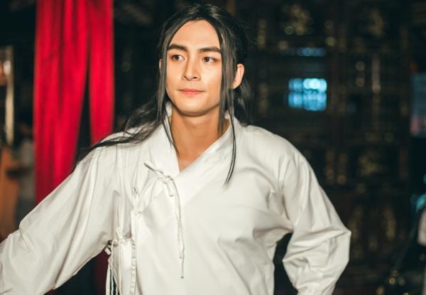 Chia sẻ về cơ duyên hợp tác với giọng ca xứ Nghệ, nam diễn viên 9x bày tỏ sự hào hức và vinh dự.