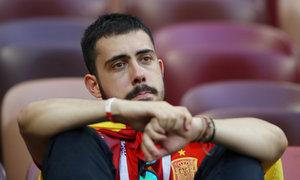 CĐV Tây Ban Nha chết lặng khi bị loại khỏi World Cup