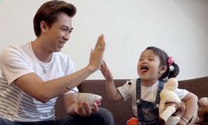 Cuộc sống đầy tiếng cười với con gái của 'ông bố đơn thân' Hồ Việt Trung