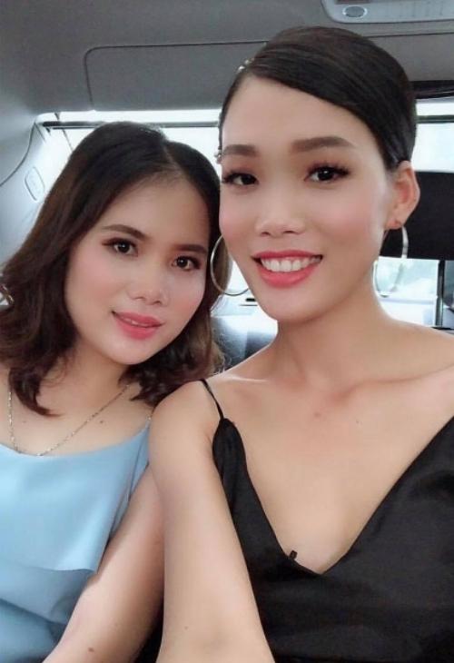 Nguyễn Hợp lần đầu xuất hiện sau khi theo chàng về dinh với hình ảnh tươi tắn, rạng rỡ bên cạnh chị gái.