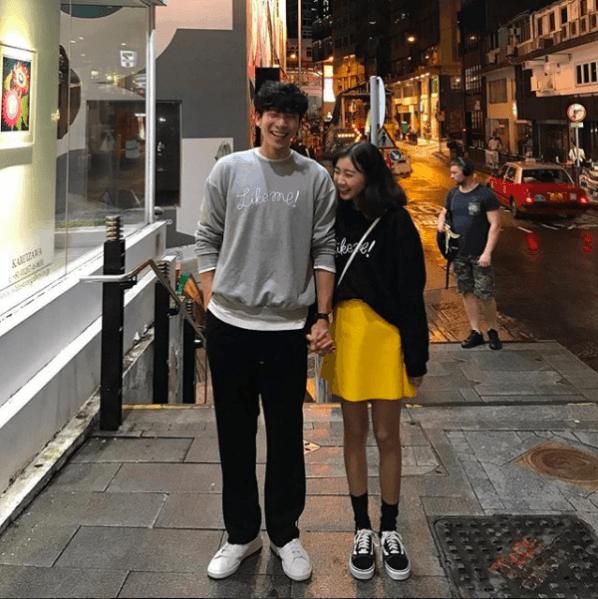 <p> Vào mỗi dịp thu sang, chỉ cần dạo một vòng khám phá streetstyle Hàn Quốc là bạn sẽ thường xuyên bắt gặp những cặp tình nhân diện áo hoodie couple.</p>