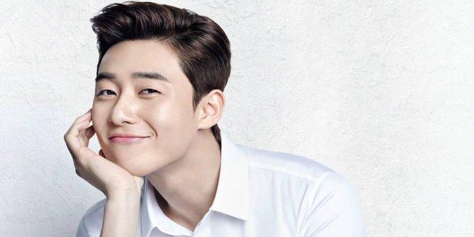 <p> <strong>Park Seo Joon</strong>: Nam diễn viên của <em>What's Wrong with Secretary Kim </em>đang là cái tên nổi đình nổi đám tại Hàn và nhiều nước châu Á. Sinh ngày 16/12/1988, Park Seo Joon từng tham gia những bộ phim truyền hình như <em>Kill Me, Heal Me, She Was Pretty, Fight for My Way</em>... trước khi vụt sáng trong hit drama đang phát sóng trên tvN.</p>