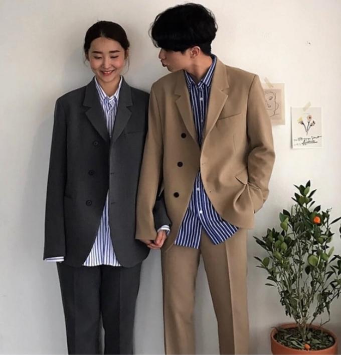 <p> Đó là lý do các cặp tình nhân và các đôi vợ chồng luôn đầu tư để có những cặp suit đồng điệu, từ chất liệu, màu sắc đến họa tiết hợp thời trang.</p>