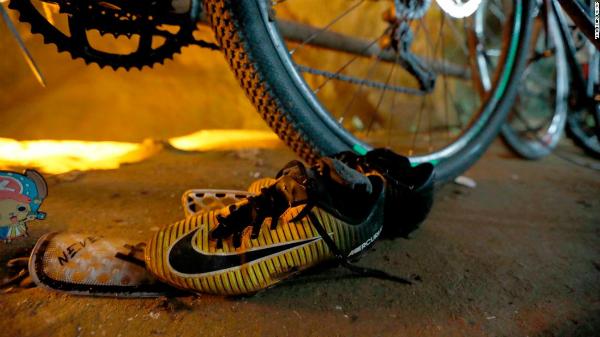 Giày và xe đạp được tìm thấy hôm 25/6. Anbhr: CNN