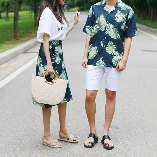 <p> <strong>Trang phục in họa tiết nhiệt đới:</strong> Đây là trend rất thích hợp cho các cặp đôi tận hưởng mùa hè với những chuyến du lịch lãng mạn.</p>