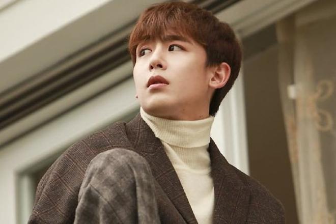 """<p> <strong>Nichkhun (2PM)</strong>: Chàng ca sĩ đẹp trai của 2PM, Nichkhun, sinh ngày 24/6/1988. Anh nổi tiếng với biệt danh """"Hoàng tử Thái Lan"""" nhờ vẻ ngoài điển trai quyến rũ bậc nhất Kpop. Bên cạnh những hoạt động ca hát của 2PM, Nichkhun còn có duyên với nhiều bộ phim truyền hình Hàn Quốc và Trung Quốc cũng như nhiều show thực tế tại Hàn.</p>"""