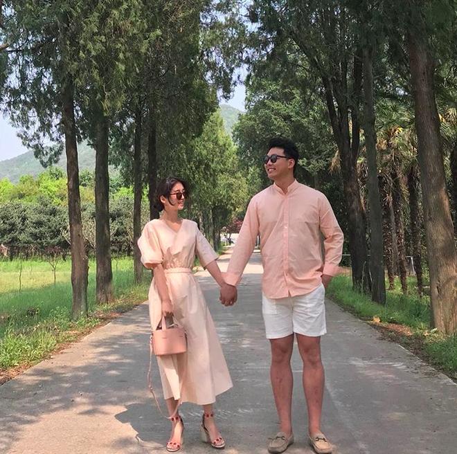 <p> <strong>Đồ đôi tông hồng</strong>: Các cặp đôi xứ sở kim chi rất ưa chuộng gam hồng pastel.</p>