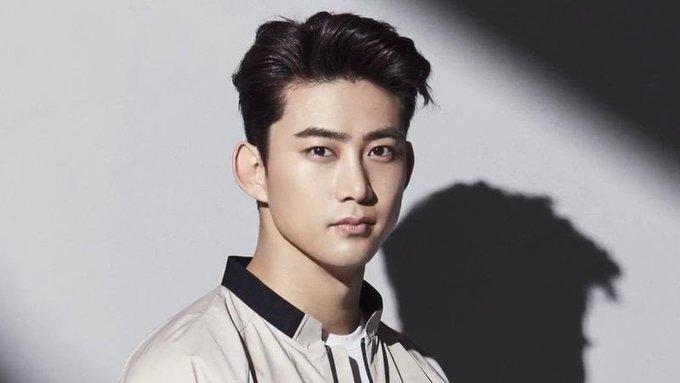 """<p> <strong>Taecyeon (2PM)</strong>: Rapper Taecyeon sinh ngày 27/12/1988. Anh tham gia buổi casting cho JYP Entertainment với mục tiêu làm người mẫu, nhưng sau đó đã theo đuổi sự nghiệp âm nhạc. Không chỉ là """"cây hút fan"""" tại 2PM, Taceyeon cũng là một diễn viên khá thành công với những drama nổi tiếng như <em>Dream High, Let's Fight Ghost...</em></p>"""