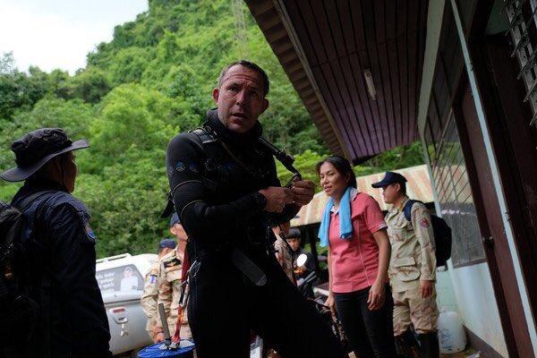 Đội bóng Thái Lan mất tích: Khoảnh khắc đầu tiên, các chàng trai nói gì với những người cứu hộ ? - 2