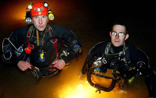 Hai thợ lặn người Anh là một trong những thợ lặn giải cứu hang động vĩ đại nhất hành tinh. Ảnh: Telegraph