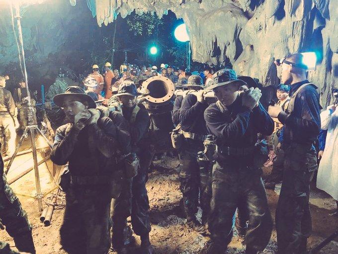<p> Tối 2/7, sau những nỗ lực tìm kiếm, lực lượng cứu hộ Thái Lan cùng các chuyên gia nước ngoài đã tìm thấy 12 thành viên cùng HLV đội bóng thiếu niên mất tích suốt 9 ngày qua. Đó là một thành quả xứng đáng sau ý chí quyết tâm và lòng kiên trì của các chiến sĩ lực lượng cứu hộ.</p>