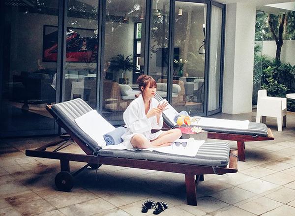 Lan Ngọc tận hưởng ngày nghỉ dưỡng ở resort sang chảnh.