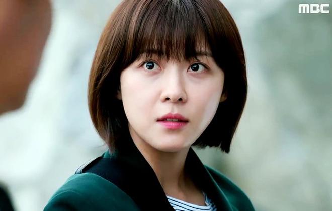 <p> Ít ai biết rằng Ha Ji Won năm nay đã tròn… 40 tuổi. Người đẹp sinh năm 1978 này vẫn giữ được nhan sắc trẻ trung. Vai diễn gần đây nhất của cô là trong bộ phim <em>Hospital Ship</em> (2017). Trước đó, Ha Ji Won cũng từng được yêu mến qua những bộ phim như<em> Secret Garden, The King 2 Hearts, Empress Ki…</em></p>