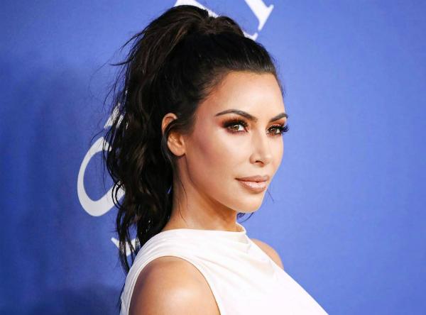 Kim Kardashian siêu giàu nhưng vẫn dùng đồ make up dưới 200.000k