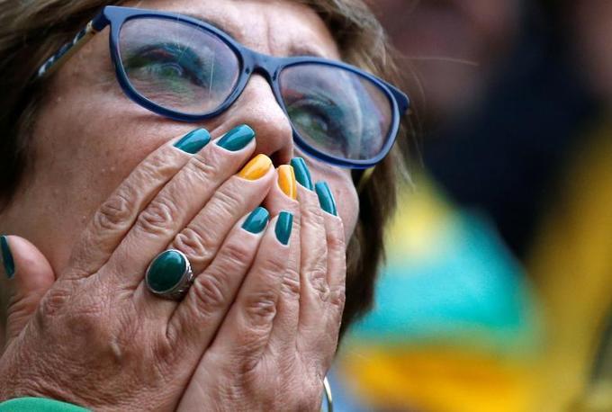 <p> Phản ứng của một fan Brazil trong trận đấu với Thụy Sĩ.</p>