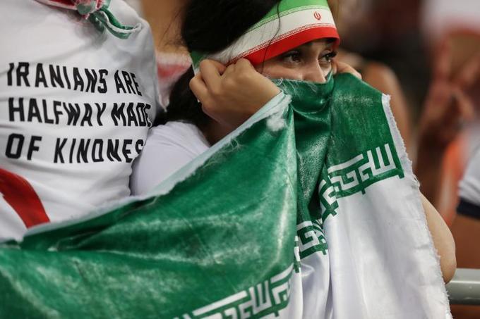 <p> Nỗi buồn ngập sâu trong ánh mắt cô gái Iran, trong trận đối đầu của Iran với Bồ Đào Nha.</p>