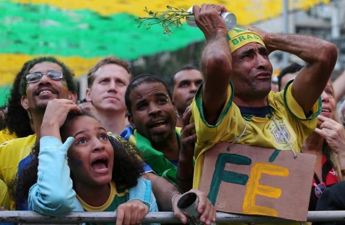 <p> Những phản ứng của người hâm mộ khi họ xem trận đấu giữa Brazil và Thụy Sĩ.</p>