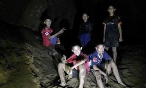 Đội bóng Thái Lan sống sót sau 9 ngày bằng cách nào?