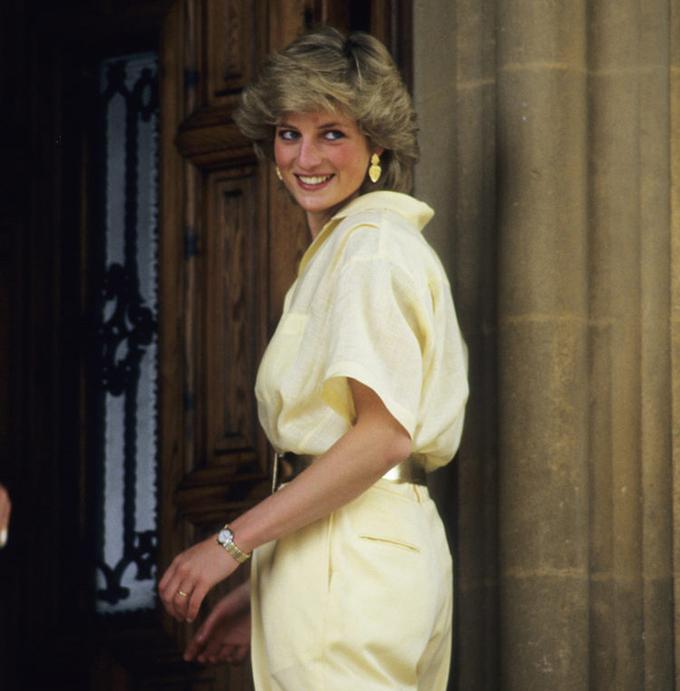 """<p> Dù đã ra đi từ lâu, Công nương Diana vẫn luôn là một """"fashion icon"""" huyền thoại của giới mộ điệu nước Anh và thế giới. Bà là định nghĩa chuẩn mực của phong cách """"Sloane Ranger"""" - trẻ tuổi, sành điệu và thượng lưu tại London thời bấy giờ.</p>"""