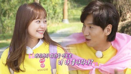 5 cặp sao Hàn đi show thực tế mà tình tứ như đóng drama - 2