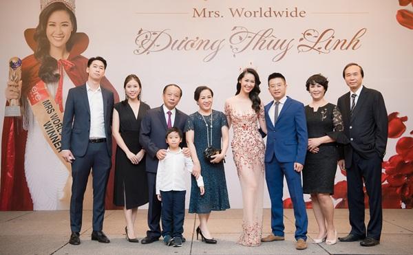 Trở về sau đăng quang cuộc thi Mrs Worldwide 2018 (Hoa hậu Phụ nữ Toàn thế giới), Dương Thùy Linh mở tiệc tri ân đến gia đình, ê kíp và bạn bè tối 5/7 tại Hà Nội.