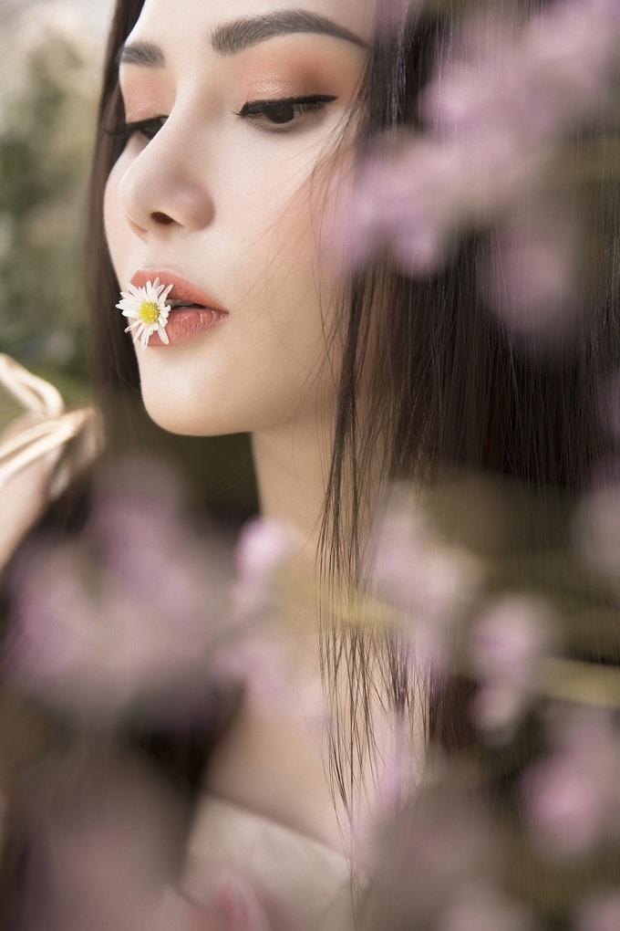 <p> Hoa hậu Du lịch Toàn cầu 2018 ngày càng hoàn thiện về nhan sắc, biết tận dụng những góc mặt đẹp của mình trong những shoot ảnh.</p>