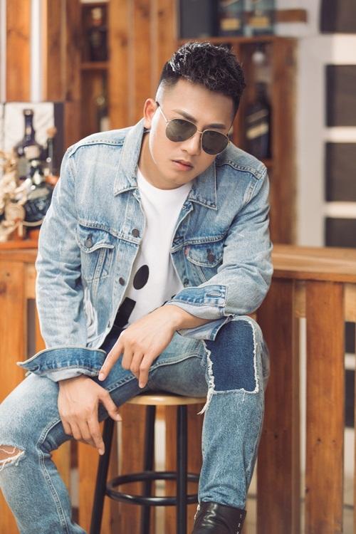 MV được xây dựng từ một phần trong câu chuyện có thật của Châu Khải Phong của những ngày đầu khởi nghiệp ca hát. Vì nghèo, chàng nghệ sĩ trẻ chua xót khi người mình yêu ra đi tìm chân trời mới.