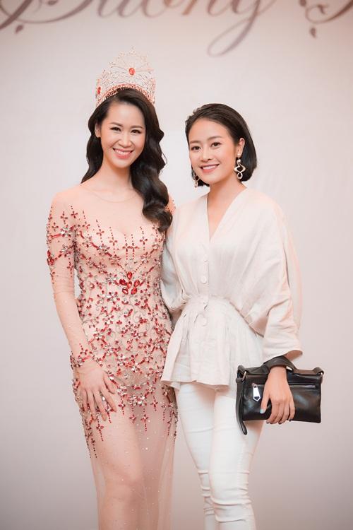 MC Phí Linh.
