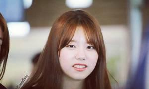 8 idol Kpop sở hữu hàm răng nhấp nhô không hoàn hảo