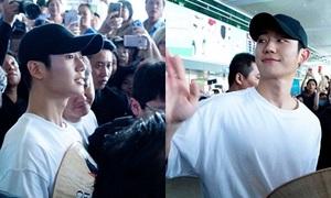 Nam chính phim 'Chị đẹp...' bị fan vây kín khi đến Việt Nam