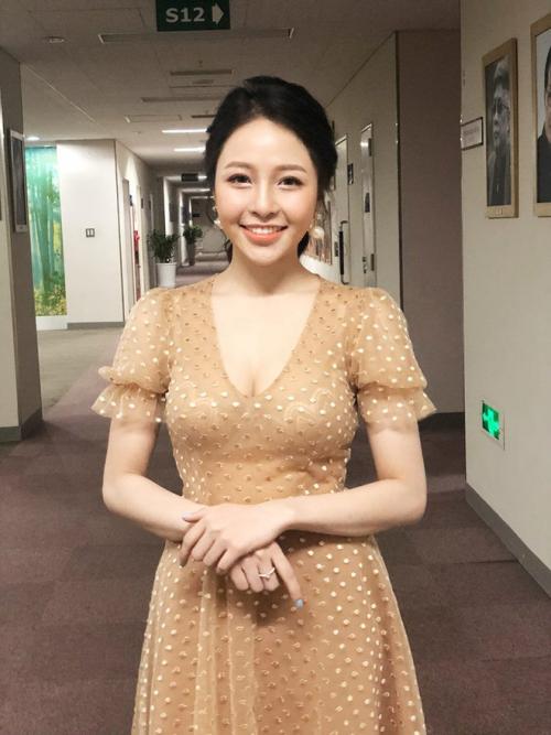 Xuất hiện trong chương trình, Trâm Anh khiến Pew Pew xao xuyến khi ở cạnh. Cô sở hữu gương mặt xinh đẹp, nụ cười tỏa nắng.