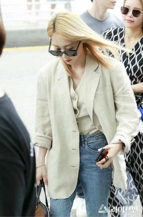 Moon Byul được đánh giá là một trong những idol nữ mặc suit đẹp nhất Kpop.