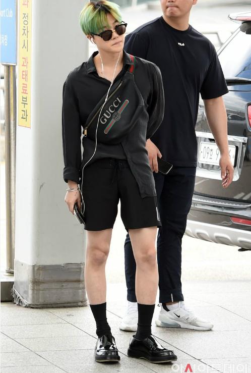 iKONnhuộm tóc mới, sẵn sàng trở lại sàn nhạc Kpop, Jin Hwan theo style tóc xanh đang hot hè 2018.