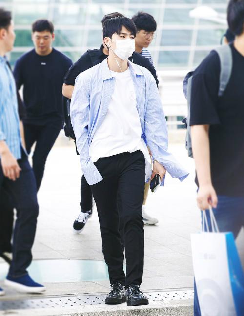 Phong cách củaJun Hoe được đánh giá là chuẩn bạn trai, tiện dụng trong nhiều hoàn cảnh.