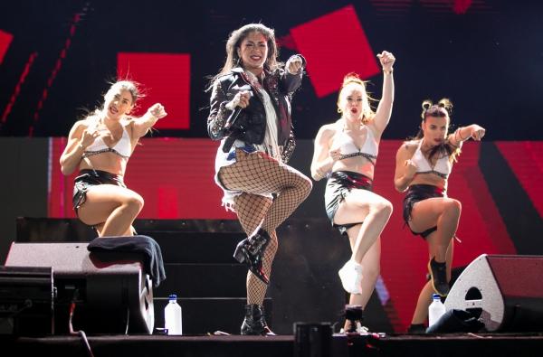 Sau đêm diễn, Nicole và ekip sẽ có màn giao lưu trực tiếp cùng fan hâm mộ trong một không gian riêng được ban tổ chức sắp xếp. Nữ ca sỹ cũng sẽ về nước vào sáng ngày hôm sau.